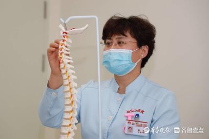 """脊柱外科护士柳红:家人般有求必应,成患者眼中的""""千手观音"""""""