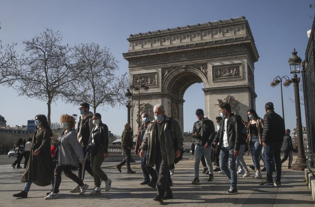 """法国总理公布重新开放细则 """"健康通行证""""计划引争议"""