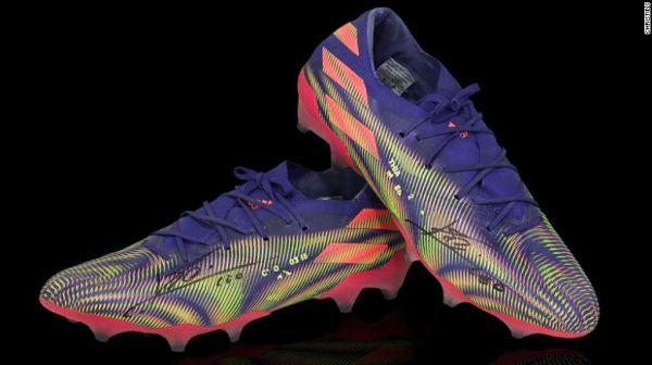 梅西战靴拍卖创纪录 所得12.5万英镑将用于慈善