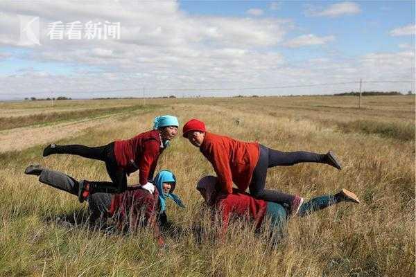 """视频 中国第一瑜伽村 直播、健康餐成农民的""""致富经"""""""