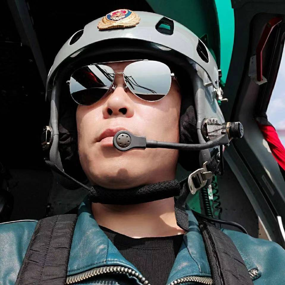 父亲追忆洱海坠机机长刘洪:很乖很优秀 回家一天也要陪聊至深夜