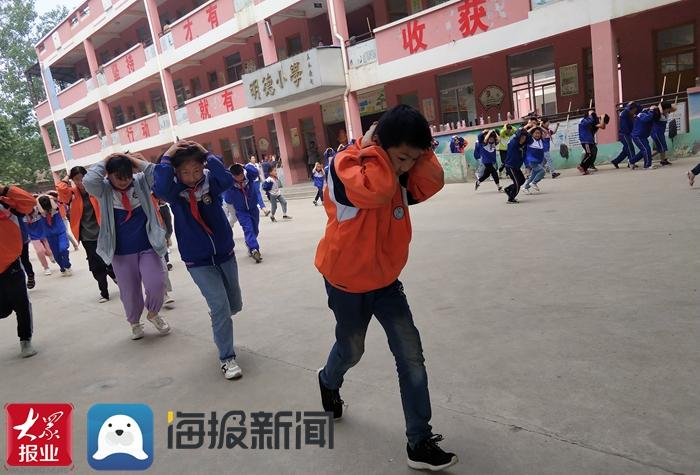 成武县苟村学区中心小学开展防震减灾疏散演练