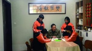 """【兴家风 淳民风 正社风】一家5代15人同守""""三尺讲台"""""""