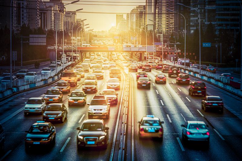 清华大学发布《2021年中国一线城市出行平台调研报告》,专家:法律要以半步之遥的速度跟上经济现象
