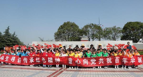 泰州海陵九龙镇:寻访教育基地 重温红色记忆