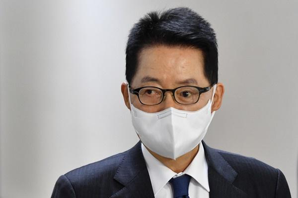 韩情报首长拜会菅义伟,转达文在寅希望恢复韩日关系意愿