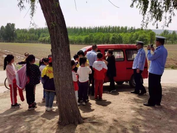 卢龙县教体局联合县交警大队整治非法接送学生车辆