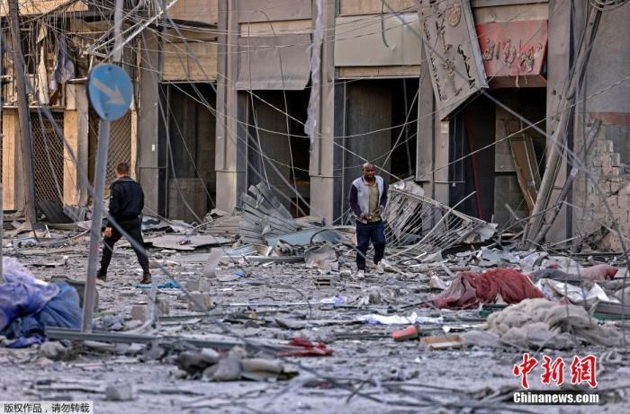 以色列对加沙空袭已致83人死亡 六层居民楼化为废墟