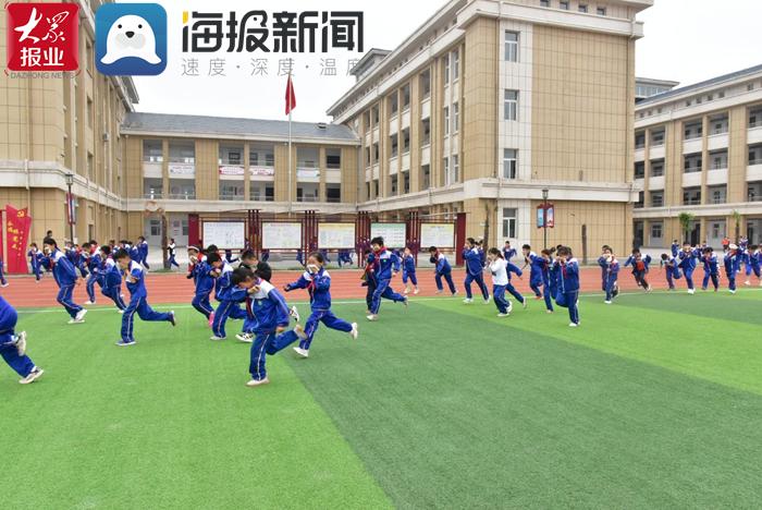成武县郜城第五实验小学开展消防、防震应急疏散逃生实战演练活动