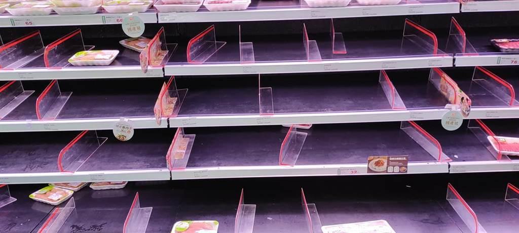 岛内新冠疫情扩大超市现抢购潮 网友见空架照惊:世界末日来了?
