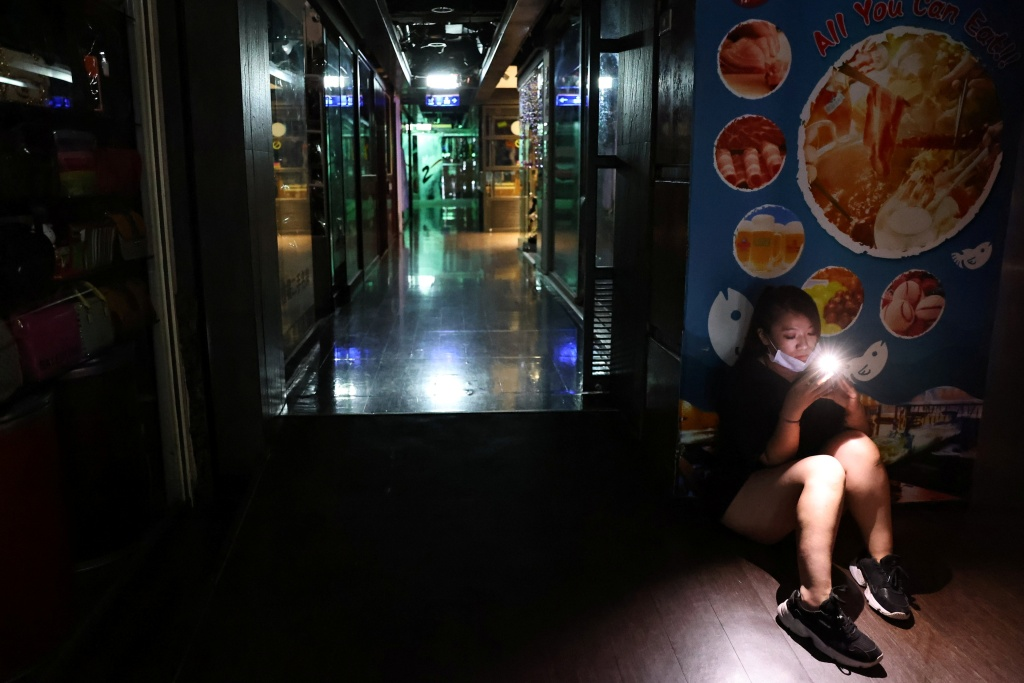 全台湾大停电,赵少康怒:缺水停电没疫苗,宛如世界末日