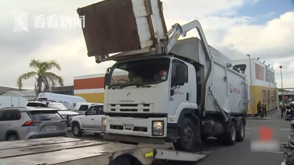 澳大利亚少年睡垃圾桶未及时醒来 被倒入垃圾车挤压致死