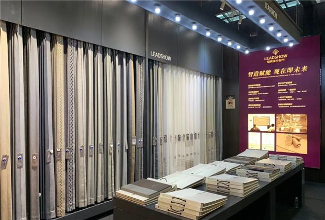 中国十大墙布品牌领绣墙布组合拳精准发力,墙布+窗帘势不可挡