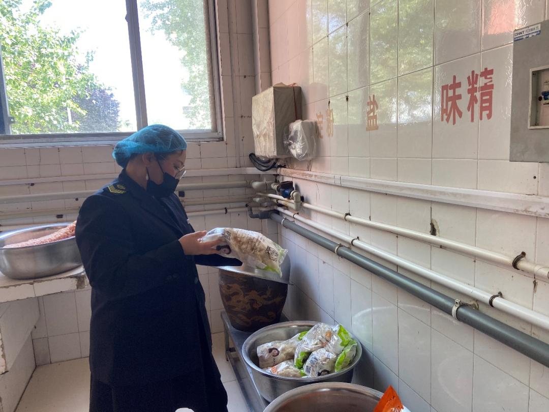 【我为群众办实事】县市场监管局开展学校食堂季度检查保障师生饮食安全