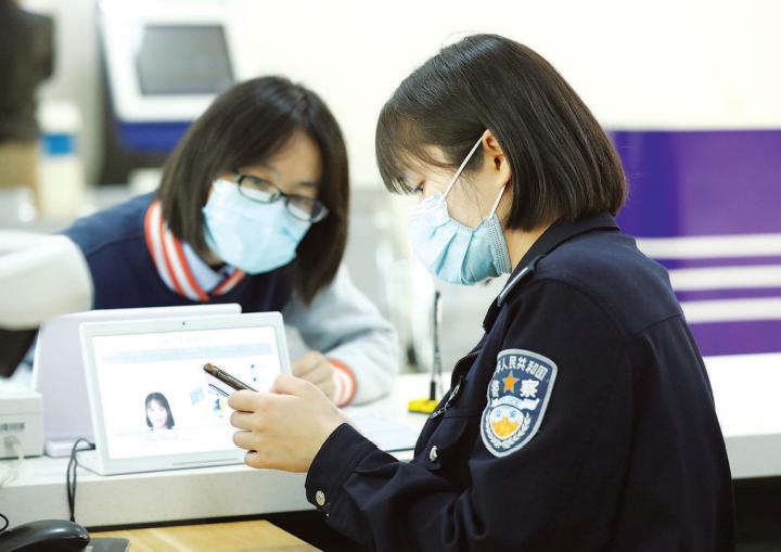 """闵行警方首创户籍业务办理""""云委托""""方式"""