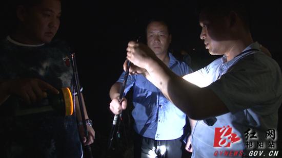 祁阳:开展夜间执法 保护湘江渔业生态