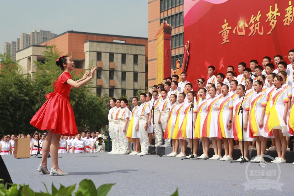 展师生风采 抒爱国情怀 高新一中初中校区举办校园艺术节