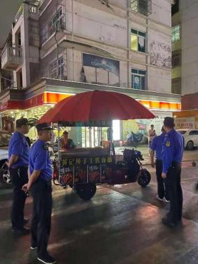 京东镇综合行政执法队加大夜市摊点整治力度着力优化夜间市容环境