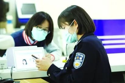 """上海闵行警方首创户籍业务办理""""云委托""""方式"""