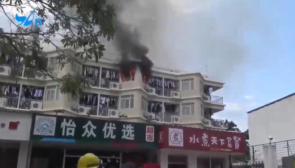 厦门一学校宿舍楼起火!黑烟冲天,消防紧急出动