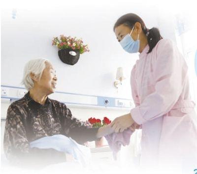 """减轻参保对象个人和家庭负担,为失能失智老人提供更好照料  """"长护险""""让养老更有保障(民生视线)"""