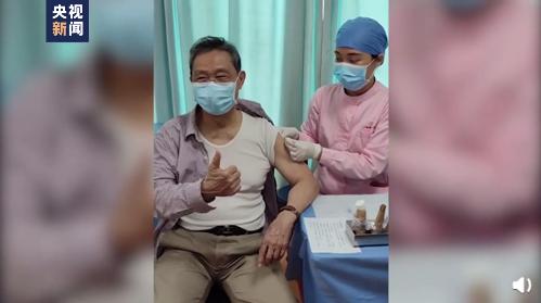 钟南山打疫苗,竖起大拇指!图片