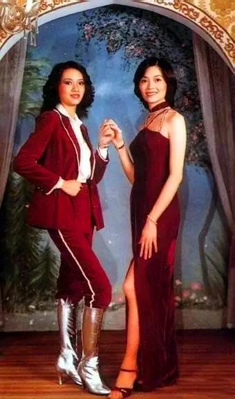 梅艳芳与姐姐梅爱芳旧照曝光  姐妹俩先后患宫颈癌离世