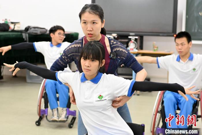 广州轮椅舞蹈队让舞蹈为残障人士插上翅膀