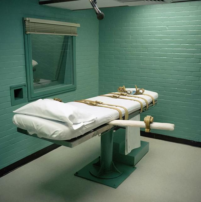 执行死刑被扎18针,囚犯依然活着,他痛苦地哭泣就差说给个痛快吧