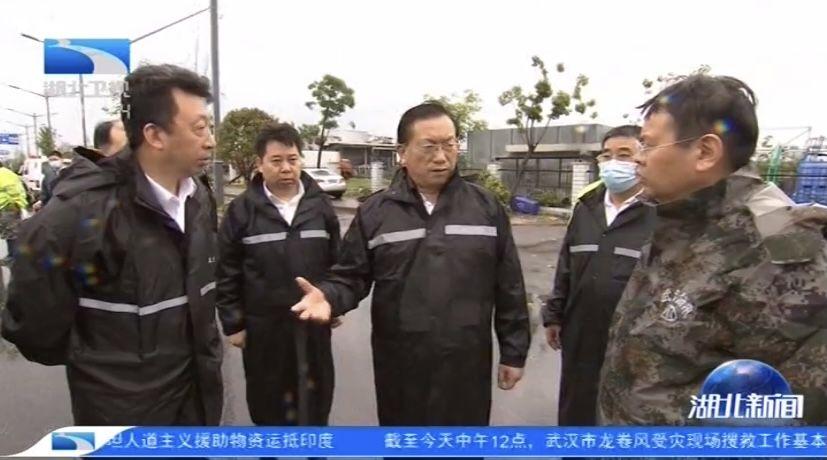 受湖北省委书记应勇委托,代省长王忠林赴现场指导龙卷风灾情处置
