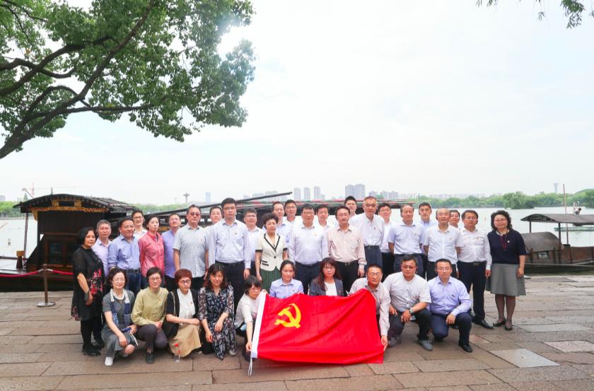 """在红色地标重温初心,上海市卫健委党组""""沉浸式""""党史学习教育掀热潮"""