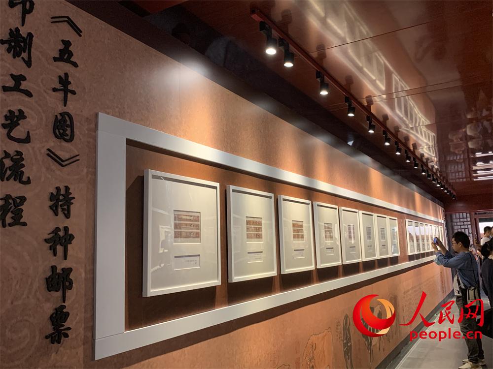 故宫主题邮票特展展出:故宫主题邮票首次与文物同框