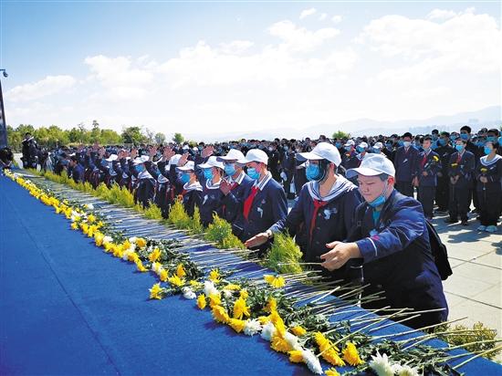 苍山飞雄鹰洱海铸忠魂 4名机组人员被批准为烈士近2000人参加悼念仪式