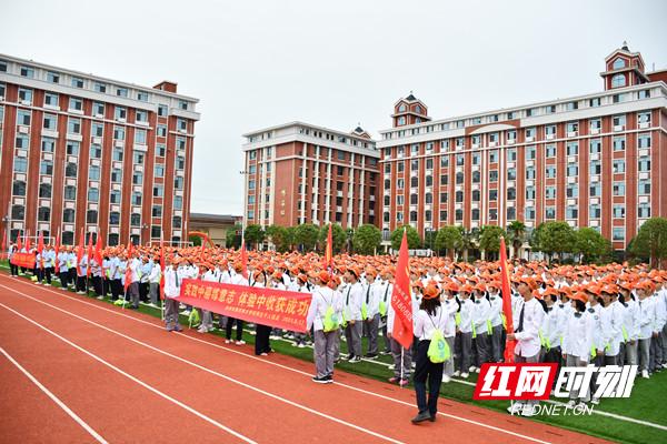 永州市黄冈博才学校千人远足为建党100周年献礼