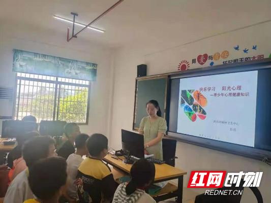 湘西州精神病医院在保靖慈爱园开展青少年心理健康知识讲座