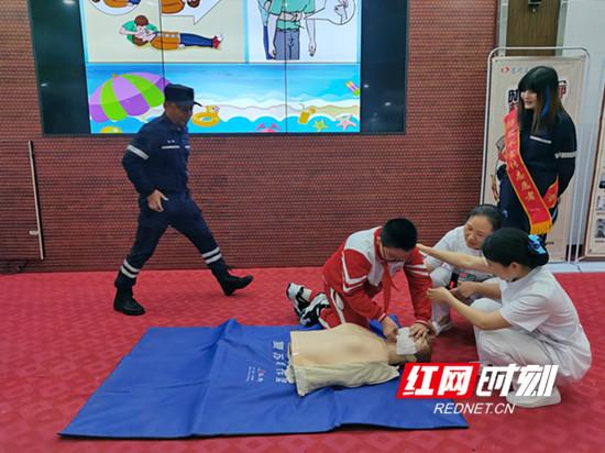 慈利县金慈实验小学:防溺水义务宣传进校园
