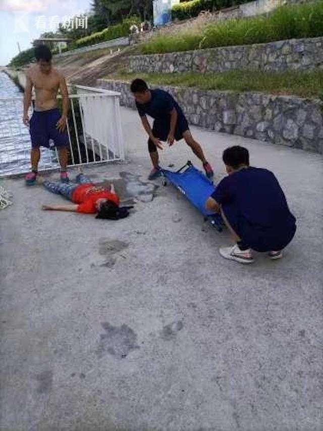 视频 危急时分 消防指战员纵身跳入河中