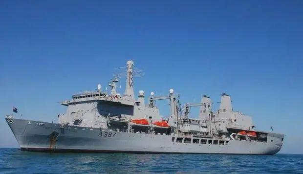 英国航母编队刚要来亚洲 美媒就从后面捅了一刀