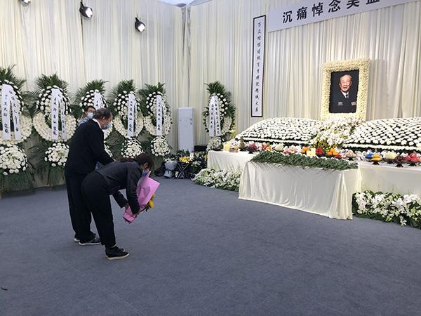 众人吊唁吴孟超:他撒下肝胆外科的种子 是学生心中的灯塔图片