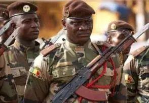 总统、总理、国防部长全被捕,非洲这个国家怎么了