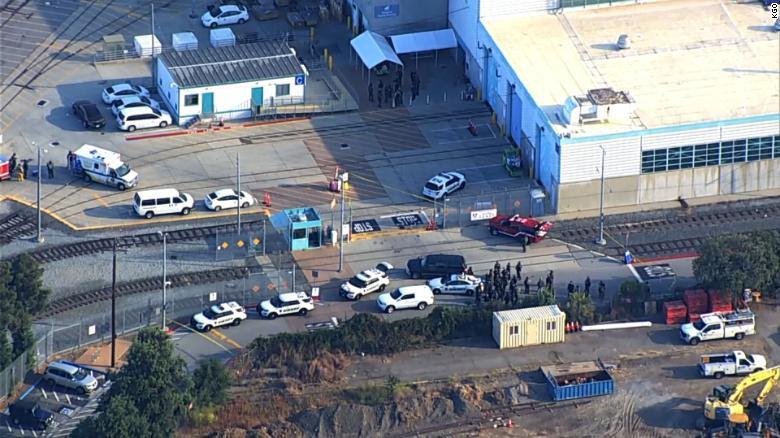 美国加州一枪手射杀8名同事后自杀,拜登:够了