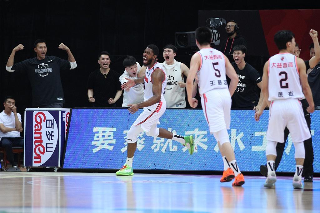 CBA总决赛G3:广东宏远110-103辽宁本钢 获队史第11冠