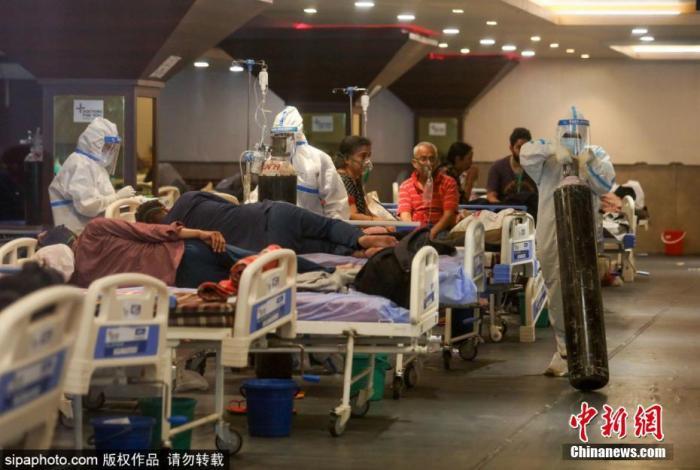 """急缺氧气印度""""不能呼吸"""" 福奇:赶快学习中国抗"""