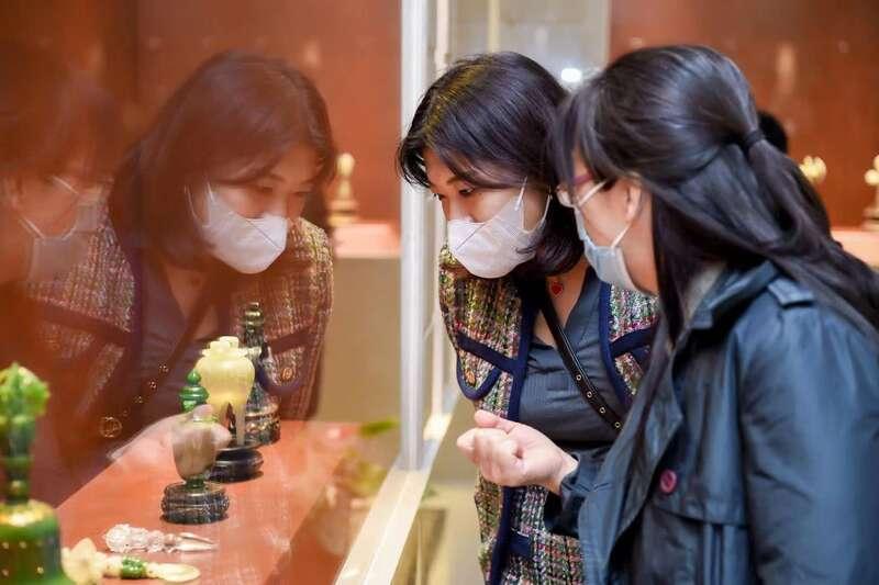 和田玉文化论坛暨和田玉雕作品展在京举行