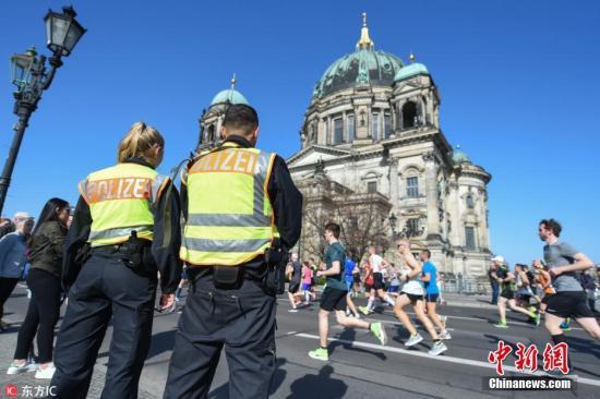欧洲多国示威变骚乱!柏林近百警察受伤 354人被捕