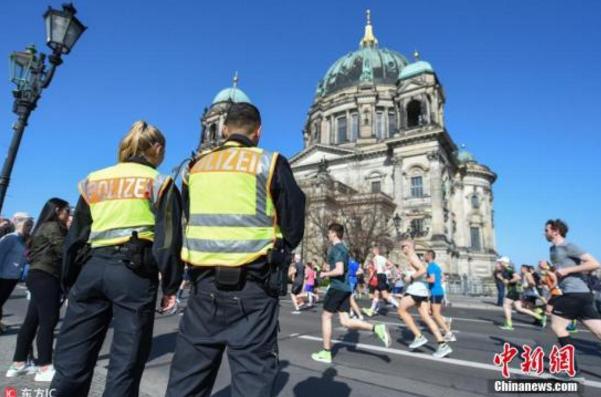 欧洲多国示威变骚乱!柏林近百警察受伤