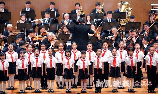 小小少年们用青春之声唱响理想之歌,《东方红》红色经典交响合唱音乐会催人奋进