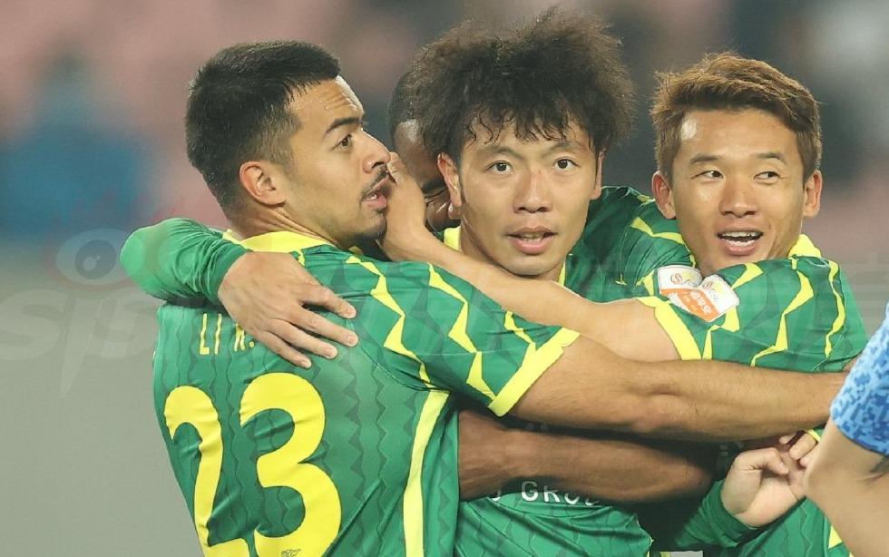 张稀哲梅开二度 国安队获本赛季中超联赛首胜