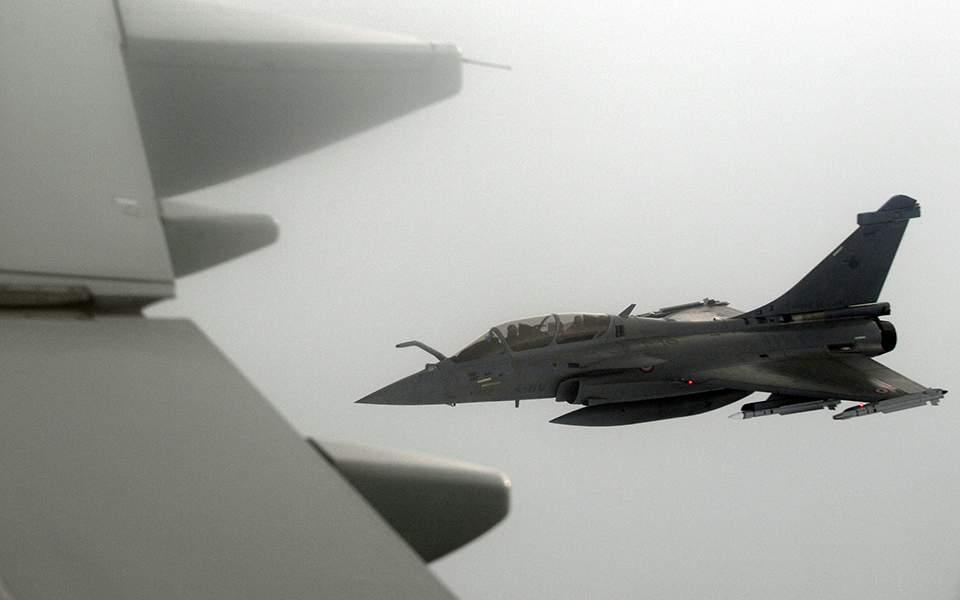 """埃及国防部:与法国达成购买30架""""阵风""""战机的协议"""
