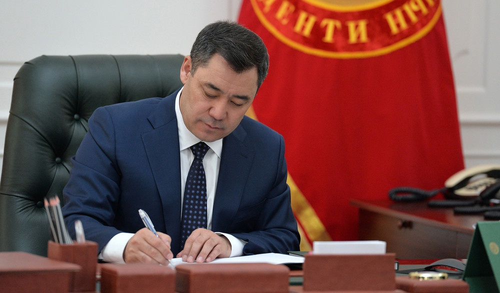吉尔吉斯斯坦总统签署法令组建新内阁 马里波夫仍出任总理